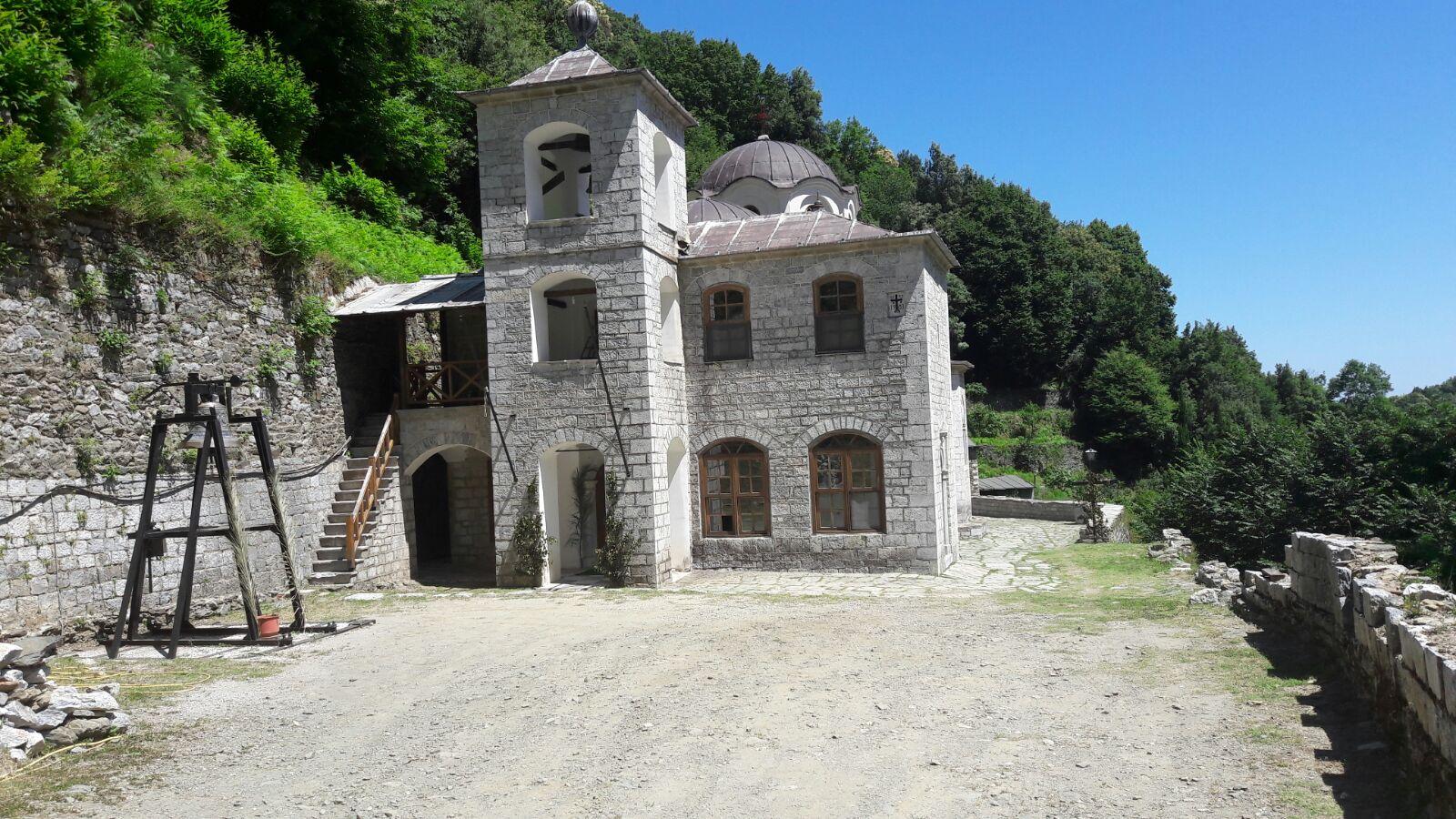 Biserica Sfantul Dimitrie , Schitul Lacu