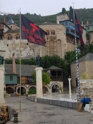 steaguri negre la Dochiariu pentru Alexis Tsipras